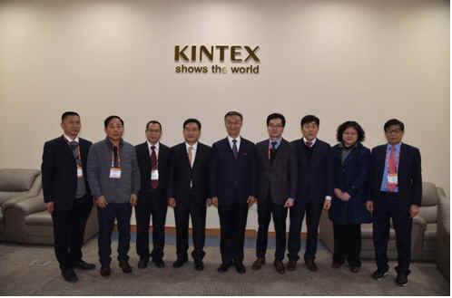 中國塑協代表團與韓國合成脂加工機器合作社舉行合作會談