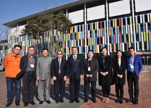中国塑协赴韩代表团在首尔与KOPLAS低速塑料破碎机 中国参展边角料塑料破碎机代表漫谈交换