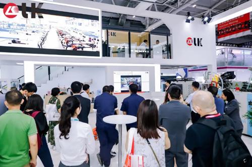 LK&HKPC主题分享:信息物理融合生产系统&碳纤维技术应用亮相CHINAPLAS2021力劲集团