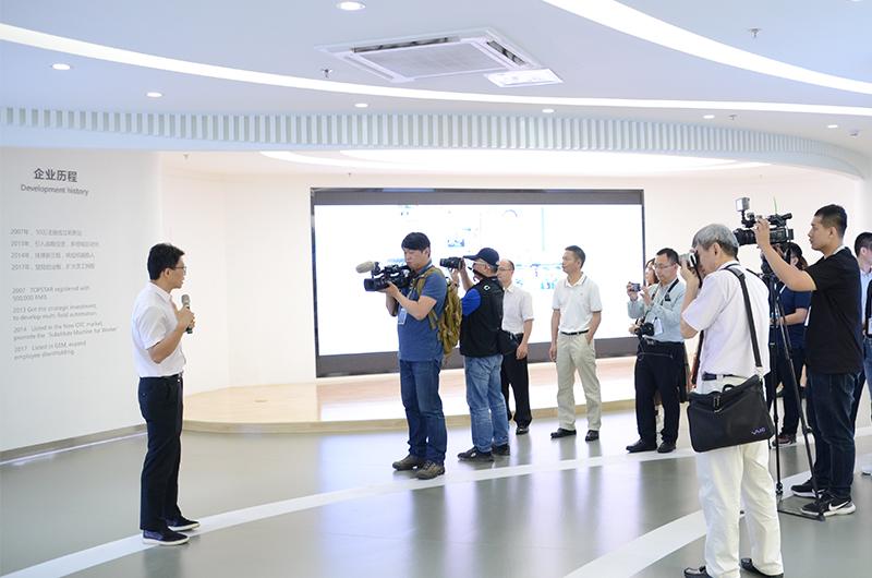 近期港澳台40家媒体齐聚拓斯达 考察大湾区智能制造新动态